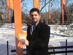 Steven DeRosa at Central Park during The Gates exhibit
